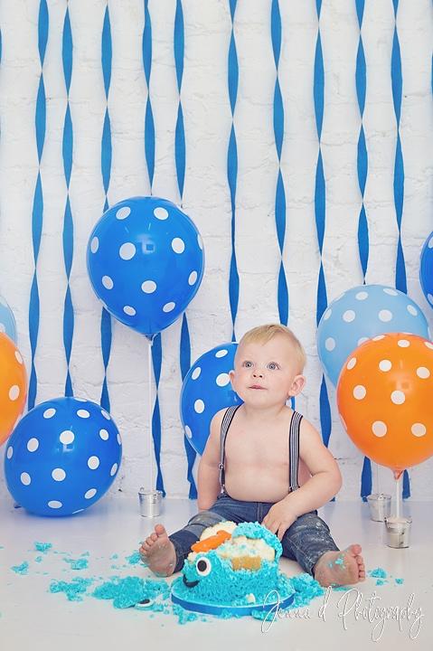 cake smash photography photographed by Jenna D